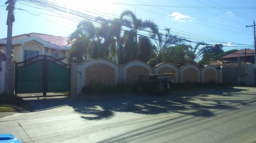 Familiar Mansion: Mtg place is near the famous boxer's home