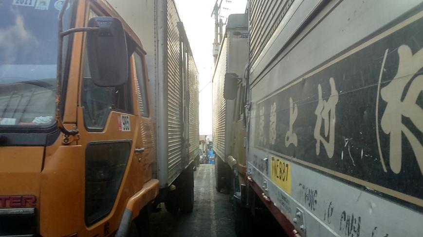 Steven's Trucks-Narrow Passageway Here